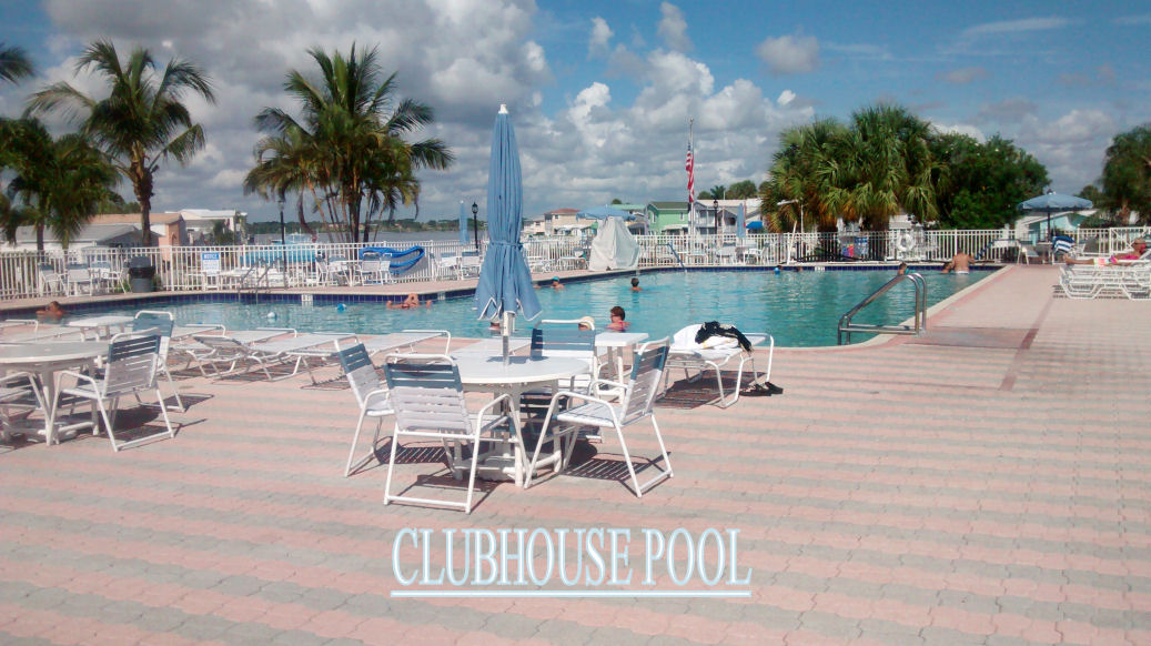 Clubhouse-Pool